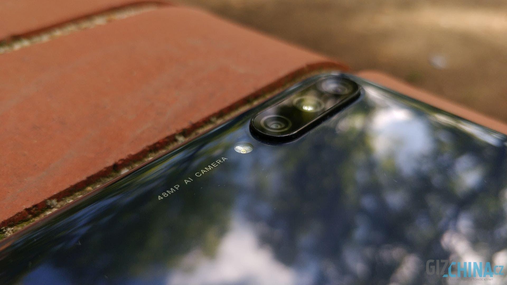 Zmiňované tři oči na zádech Xiaomi Mi A3