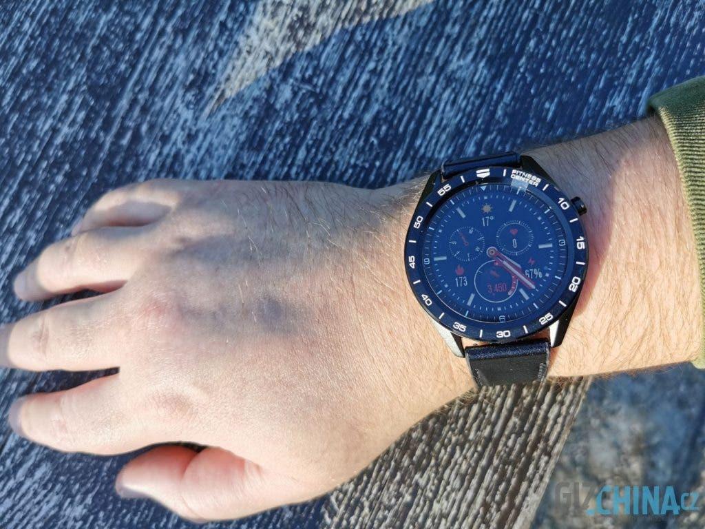 Rozměr hodinek je spíše pro větší zápěstí