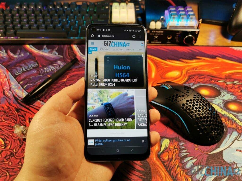Realme 8 5G má povedený 90 Hz displej